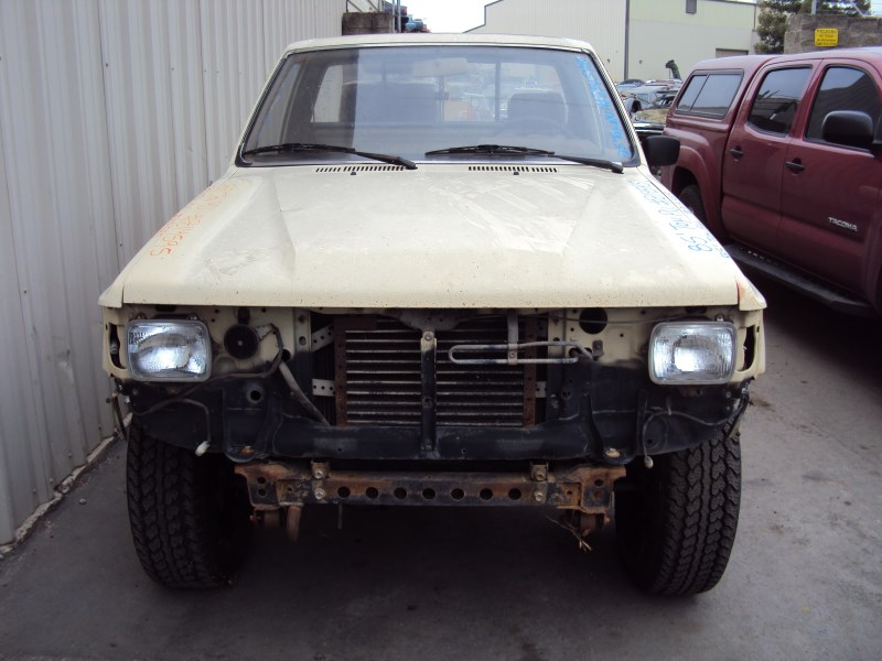 1985 TOYOTA PICK UP TRUCK REGULAR CAB STANDARD MODEL 24L
