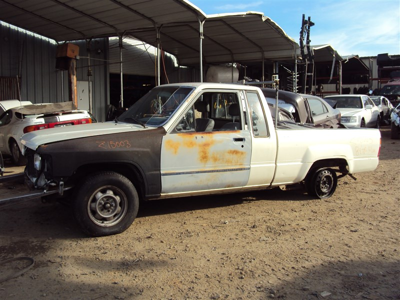 1984 TOYOTA PICK UP HILUX 24L EFI AUTO 2WD COLOR WHITE