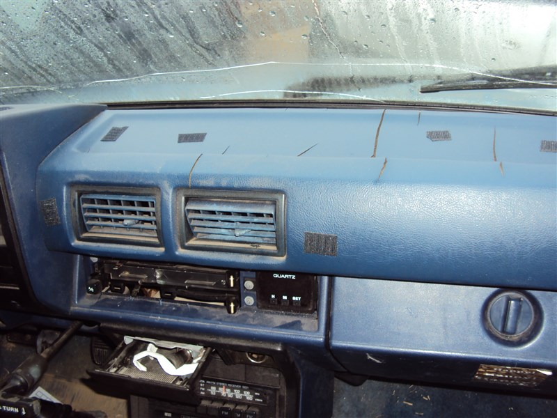1985 TOYOTA PICK UP SR5 24L 5SPEED 2WD COLOR BLUE STK