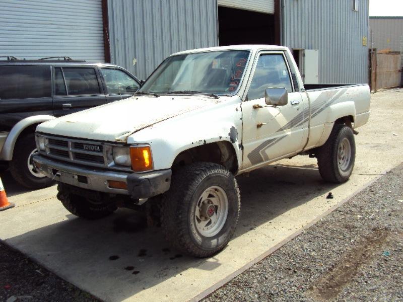 1988 TOYOTA TRUCK REGULAR CAB 24L FUEL INJECTION MT 4X4 COLOR WHITE STK Z12245