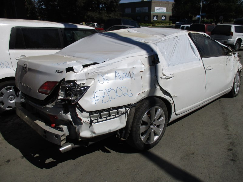 ... 2006 TOYOTA AVALON XLS PEARL WHITE 3.5L AT 2WD Z15026