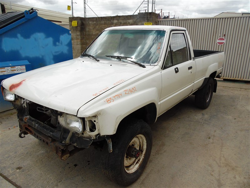 1985 TOYOTA PICK UP LONG BED WHITE 4WD EFI 22RE AT Z19632