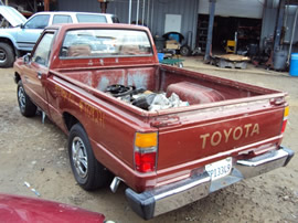 1985 TOYOTA 2X4 TRUCK,, 4CYL ENGINE,  5 SPEED TRANSMISSION, STK: T09271