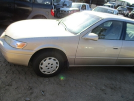 1997 TOYOTA CAMRY LE GOLD 2.2L AT Z15997