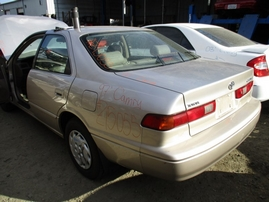 1997 TOYOTA CAMRY LE BEIGE 2.2L AT Z15055