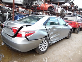 2015 TOYOTA CAMRY LE SILVER 2.5L AT Z17696